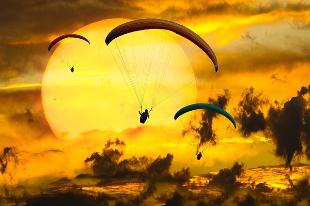 6 Best Places to Experience the Thrill of Paragliding