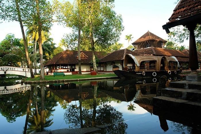 Coconut Lagoon Vembanad